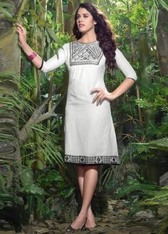 Izabelle Liete wearing this #Splendid Off White Colour #Linen #Kurti.
