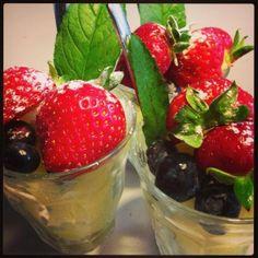 vers fruit met romige yoghurt