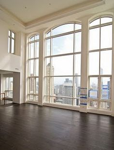 dream apartment in the city. Sometimes I want a house and then I see this. I could live with those windows in a regular house as well. Big Windows, Floor To Ceiling Windows, Windows And Doors, Arched Windows, Windows Office, Interior Windows, Bedroom Windows, House Windows, Style At Home