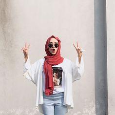 No hijab, street style - i wish her shirt was longer tho Hijab Casual, Modest Fashion Hijab, Modern Hijab Fashion, Street Hijab Fashion, Ootd Hijab, Hijab Chic, Hijab Dress, Fashion Outfits, Muslim Fashion