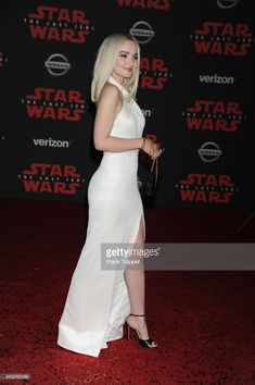 Actress Dove Cameron attends the premiere of Disney Pictures and Lucasfilm's 'Star Wars: The Last Jedi' held at The Shrine Auditorium on December 2017 in Los Angeles, California. Canon Eos 1300d, Dove Cameron Style, Amanda Lee, Gamine Style, Sexy Skirt, Poses, White Girls, Queen, Nice Dresses