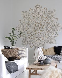 Honestly I was a little afraid to place this big mandala on my new painted wall - but I can tell you I'm SO happy that I did it! I enjoy every single moment I look on it. Sometimes you just have to try - I mean, what would be the worse if