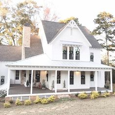 This is our dream farmhouse cottage! 👀 TAG a friend who dreams about a home like this! Modern Farmhouse Design, Modern Farmhouse Exterior, White Farmhouse, Farmhouse Homes, Farmhouse Plans, Farmhouse Style, Fixer Upper Paint Colors, Brick Fireplace Makeover, Dream House Exterior
