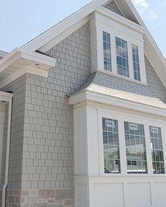 60 Awesome Farmhouse Design Exterior e Decor Ideas - New House ideas - Fachadas Design Exterior, Grey Exterior, Modern Farmhouse Exterior, Farmhouse Style, Farmhouse Ideas, Exterior Siding, Gray Exterior Houses, Bay Window Exterior, Exterior Remodel