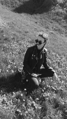 Spring vibe / Braids / flower crown / Grunge / outfit / tumblr / girl / leather jacket / sunglasses / black and white