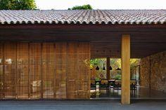 Galeria da Arquitetura | Casa da Bahia - Telhados de barro, forros de madeira e painéis de muxarabis: elementos simples e tradicionais formam uma casa típica baiana