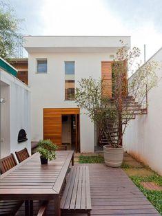 Design Exterior, Interior And Exterior, Interior Ideas, Interior Styling, Dream Home Design, Modern House Design, Narrow House Designs, Long House, Outdoor Stairs