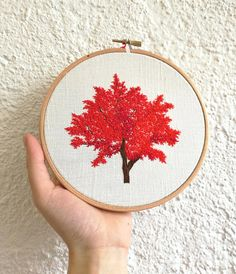 Made hand embroidery, made entirely in the needle in a wooden drum (hoop).  Passionate about nature and plants, I embroider trees with passion and love!  Dimension: 16 cm in diameter  Delivery  Made in France - Limousin - Creuse