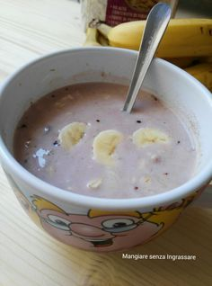 Porridge ai fiocchi d'avena, banana, yogurt e cacao