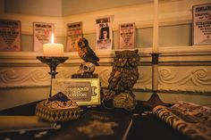 Harry Potter Wedding at Hogwarts Theme Harry Potter, Harry Potter Wedding, Harry Potter Tumblr, Harry Potter Gifts, Ravenclaw, Hogwarts London, Gold Color Palettes, Magical Wedding, Wedding Guest Book