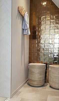 Modern Vintage Bedrooms, Bedroom Vintage, Dream Bathrooms, Beautiful Bathrooms, Modern Toilet, Futuristic Interior, Bathroom Toilets, Luxury Interior Design, Bathroom Inspiration