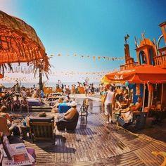 Woodstock 69, Bloemendaal aan Zee #hippies #kampvuur #strand niet mijn tijd maar had het graag meegemaakt!!