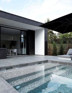 Swimming Pool Design Ideas is based on what can be done with the space in the backyard or garden. A backyard that is too big can be cramped; backyard big Beautiful Minimalist Swimming Pool Design Ideas In Backyard on Small Space on Budget Swimming Pool Tiles, Swimming Pool House, Swimming Pool Designs, Piscina Rectangular, Moderne Pools, Beautiful Pools, Dream Pools, Outdoor Pool, Pool Backyard