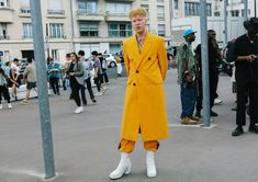 Phil Oh's Best Street Style Photos From the Spring 2020 Menswear Shows in Paris: After a couple of weeks of menswear collections in London, Florence, and Milan, the fashion pack has made it to Paris for the final round of shows. Paris Shows, Vogue Paris, Fashion Photo, Milan, Menswear, Street Style, Mens Fashion, Coat, Outfits