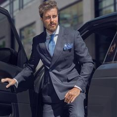Discover the details that make the difference of the best streetstyle unique people with a lot of style New Mens Suits, Mens Fashion Suits, Men's Fashion, Fasion, Business Casual Men, Men Casual, Smart Casual, Men's Tuxedo Styles, Grey Slim Fit Suit