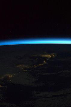 El día comienza para embajadores Tierra a bordo de la Estación Espacial Internacional.---The day begins for Earths ambassadors aboard the International Space Station.