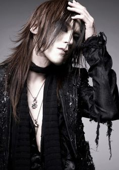 sugizo sgz ... how can i get my hair that feathery? LOL