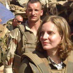 Nathalie Kosciusko-Morizet diente brav beim Militär und trägt bei Bedarf nach wie vor Uniform Brave, Models, Couple Photos, Couples, Instagram, Women's, Templates, Couple Shots, Couple Photography