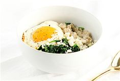 Savory oatmeal packs a punch of protein and provides a serving of vegetables first thing in the morning, in a high blood pressure-friendly way. Heart Healthy Recipes, Healthy Breakfast Recipes, Vegetarian Recipes, Healthy Eating, Breakfast Ideas, Healthy Foods, Diet Breakfast, Healthy Dishes, Skinny Recipes
