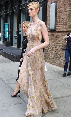 Australian actress Elizabeth Debicki opted for a cleavage-baring nude gown to saunter down the red carpet of her new movie The Man from U. Blond, Fashion Models, Androgynous Haircut, Nude Gown, Elizabeth Debicki, Nice Dresses, Formal Dresses, Elisabeth, Celebrity Red Carpet