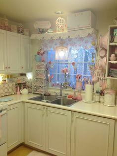 Shabby Chic Kitchen. Pink