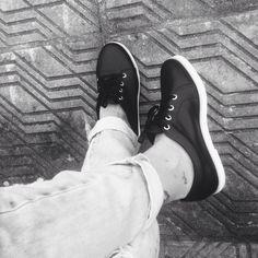 E nesses tênis da vida é que carregamos histórias❤️ Tênis @loja_amei ✔️ #lojaamei #tênis #muitoamor #jeans #etiquetaamei #preto