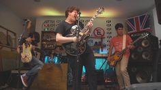 Rock na Garagem! Um grupo de jovens apaixonados por música.