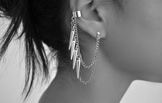 """""""Kylie Jenner Multiple Earrings"""" I once had clip-on earrings like this, I might get a pair like this again! So nice! Cartilage Earrings, Chain Earrings, Clip On Earrings, Ear Piercing, Second Piercing, Ear Gauges, Unique Earrings, Crystal Earrings, Ear Cuffs"""