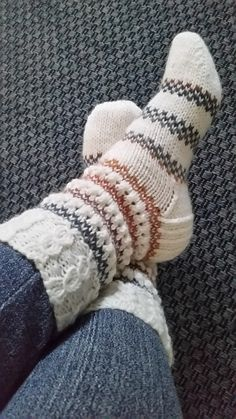 Knitted Socks Free Pattern, Crochet Socks, Knitted Slippers, Baby Knitting Patterns, Knit Crochet, Vintage Knitting, Lace Knitting, Knitting Socks, Woolen Socks