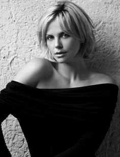 Charlize Theron Dares You to S. is listed (or ranked) 16 on the list The Hottest Charlize Theron Photos of All Time Short Hair Styles For Round Faces, Short Hair With Layers, Medium Hair Styles, Long Hair Styles, Short Hair Cuts For Women With Round Faces, Short Cuts, Long Face Hairstyles, 2015 Hairstyles, Hairstyles For Round Faces