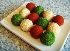 1) Тертый сыр + майонез или густая сметана.  2) Растертая брынза пополам с творогом.  Массу можно по вкусу приправить, например, растертым чесноком.  Все хорошенько размять до пластичности.  Катать шарики, предварительно смочив руки в холодной воде.  Внутрь каждого шарика можно поместить орешек.  Затем часть шариков панировать в кунжуте, часть - в сладкой паприке, часть - в очень мелко нарезанном укропе.