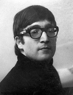 John Lennon (Buddy Holly look)