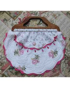 Marshadicostanzo made this placemat purse with a vintage handle and button.