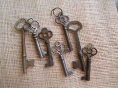 Love old skeleton keys.  Reminds me of upstairs at Grandma's house.