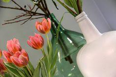 Bloemen in een mooie vaas, misschien wel de beste manier om kleur in huis te halen!