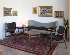Inside the house of Finn Juhl, Vancouver. From left: Finn Juhl Chieftain Chair (1949), Baker Sofa (1951), 45 Chair (1945) and Eye Table (1948). Via Finnjuhl.com.