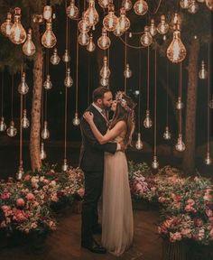 20 Edgy Edison Bulb Wedding Ideas – Wedding Inspiration – Ideas - Decoration For Home Wedding Night, Wedding Bells, Wedding Bride, Edgy Wedding, Spring Wedding, Wedding Unique, Whimsical Wedding, Wedding Tips, Outdoor Night Wedding