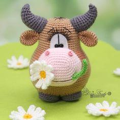 Мастер-класс по вязанию крючком бычка амигуруми #амигуруми #схемыамигуруми #вязаныеигрушки #вязаныйбык #быккрючком #amigurumi #amigurumipattern #amigurumibull #crochetbull Crochet Amigurumi Free Patterns, Crochet Teddy, Crochet Animal Patterns, Crochet Doll Pattern, Stuffed Animal Patterns, Knit Or Crochet, Crochet Animals, Crochet Dolls, Crochet Hats