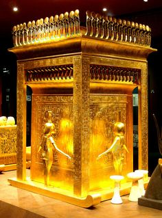 JOJO POST STAR GATES: WHAT IS THE MESSAGE THAT THEY LEFT HERE FOR THE FUTURE GENERATIONS ON EARTH??? THOUSANDS YEARS AGO? what is the secret on this room??? WHAT DO YOU SEE?? WHAT DO YOU THINK?? WHAT DO WE KNOW?? Tutankhamun´s treasury