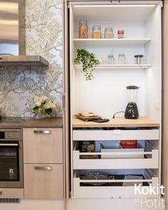 Podobny obraz Kitchen Pantry, Kitchen Ideas, Pocket Doors, Home Reno, Home Kitchens, Bookcase, Sweet Home, Dining Room, Idea Plans