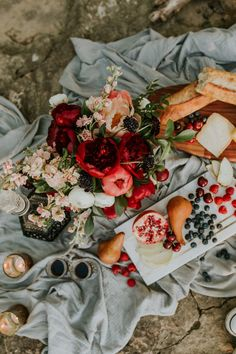 This elopement inspiration at The Falls of the Ohio features a pomegranate and dusty blue color palette and a vow exchange and picnic near the river.
