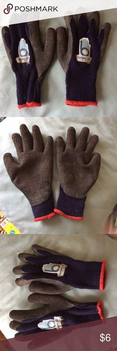 Small Thermal Knit Work Gloves Garden Carpentry Warm, thermal work gloves with rubber palms. Size small. Used very little. Some dirt marks on palm and one label starting to peel. Please view all photos. Accessories Gloves