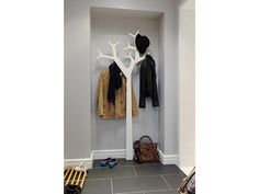 Coat tree behind front door? or in front of downstairs closet? Tree Coat Rack, Coat Tree, Deco Nature, Coat Stands, Coat Hanger, Mudroom, Home Organization, Sweet Home, Entryway