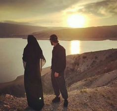 Qualities a Muslim husband should possess - Pious Muslim Husband & Wife Muslim Couple Quotes, Cute Muslim Couples, Cute Couples Goals, Muslim Images, Muslim Couple Photography, Couple Goals Teenagers, Cute Love Images, Islam Marriage, Muslim Family