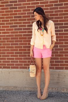 I love these two colors together! So simple, but great summer shorts style!