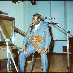 Albert King with his ever present pipe and Gibson Flying V that he first started playing in 1956.