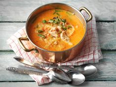 Broileri-pastakeitto | Valio Food N, Food And Drink, Fodmap Recipes, Soup And Salad, Kids Meals, Food Inspiration, Thai Red Curry, Soup Recipes, Yummy Recipes