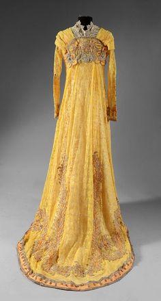 Tea gown 1910s back Edwardian Dress, Edwardian Fashion, Vintage Fashion, Edwardian Style, Belle Epoque, Vintage Gowns, Vintage Outfits, Corsage, Style Édouardien