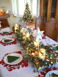 Create an easy winter wonderland Christmas table with a few simple DIYu0027s. & 50 Stunning Christmas Table Settings | Pinterest | Winter wonderland ...