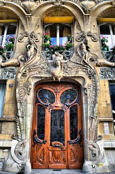 25 Most Beautiful Art Nouveau Architecture Design - Rockindeco This is so extra. There's so many layers and opulence going with this. Things are rounded out, and it looks like the sculpture is growing out of the doorway Architecture Design, Architecture Art Nouveau, Beautiful Architecture, Beautiful Buildings, Building Architecture, Paris Architecture, Architecture Company, Contemporary Architecture, Art Nouveau Arquitectura